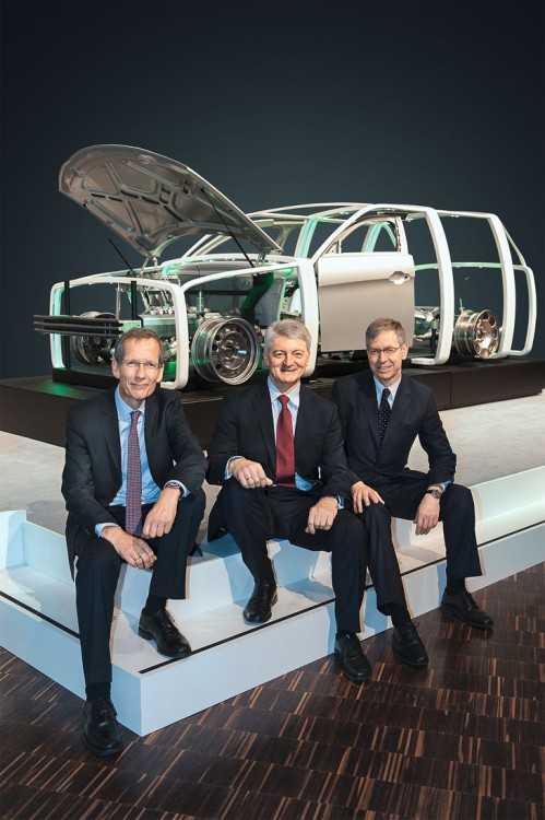 CEOs Kroos, Hiesinger and Fischer in front of the InCar® plus demonstrator.