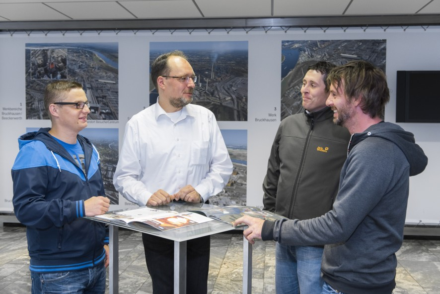 Employees of Riess with Carsten Jansen in the visitors center