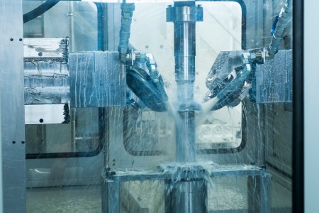 "Similar to working with clay, high-strength steel is made to ""flow"". Thanks to this innovative technology, customers of thyssenkrupp can reduce the weight of steel parts by up to 50 percent. For the automotive industry this is highly relevant."