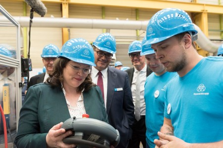 "Labor and employment ministers of G20 states visit thyssenkrupp in Andernach – Group CHRO Oliver Burkhard provides information on dual vocational training system and refugee program ""we.help"""